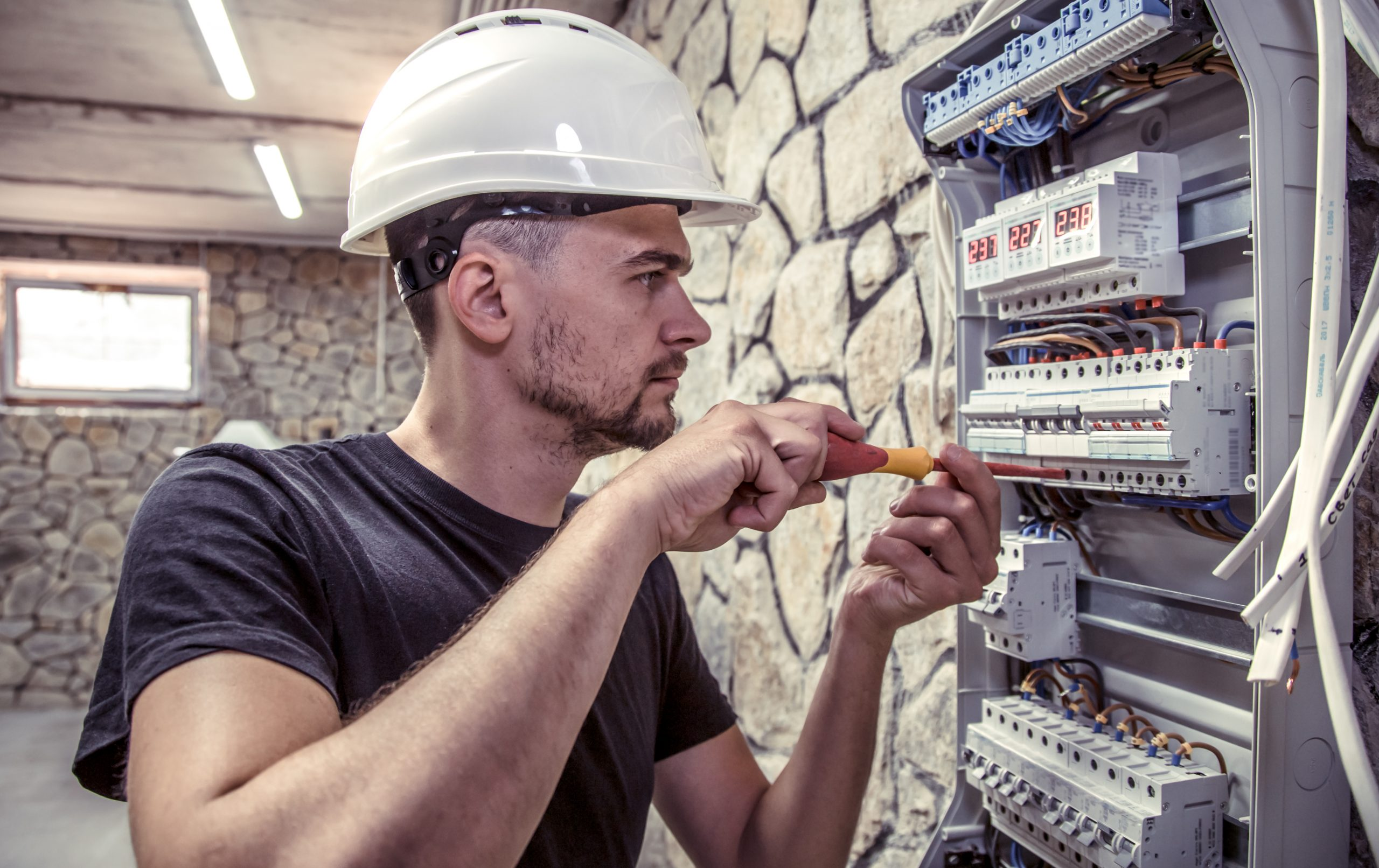 John Doe, electrician Los Angeles, ready to help you today!